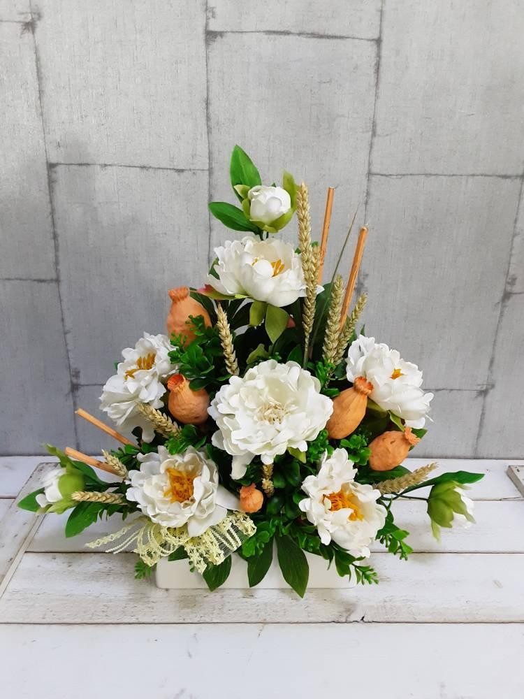 Centro de flores de imitación y trigos naturales para día de todos los santos