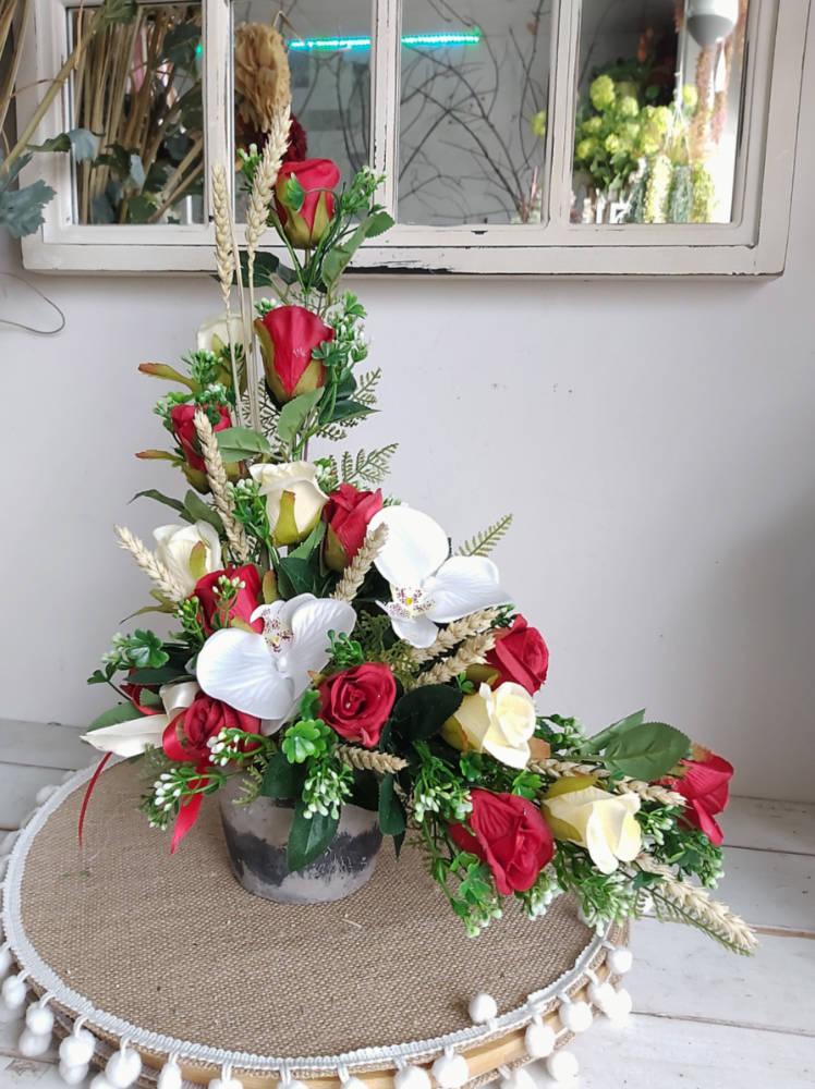 Flores artificiales en forma de L hacia la derecha para el cementerio