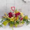 Cesta de flores de temporada Camila