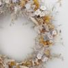Corona para decorar con flores del campo