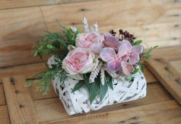 Cesta de flores artificiales primaveral Rose