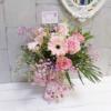 Dafne flores frescas con jarrón