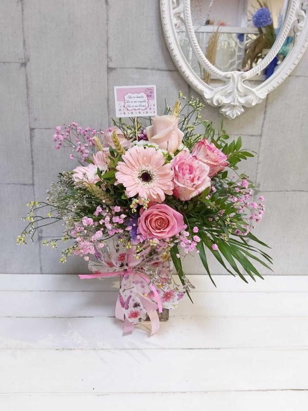 Dafne jarrón con flores frescas