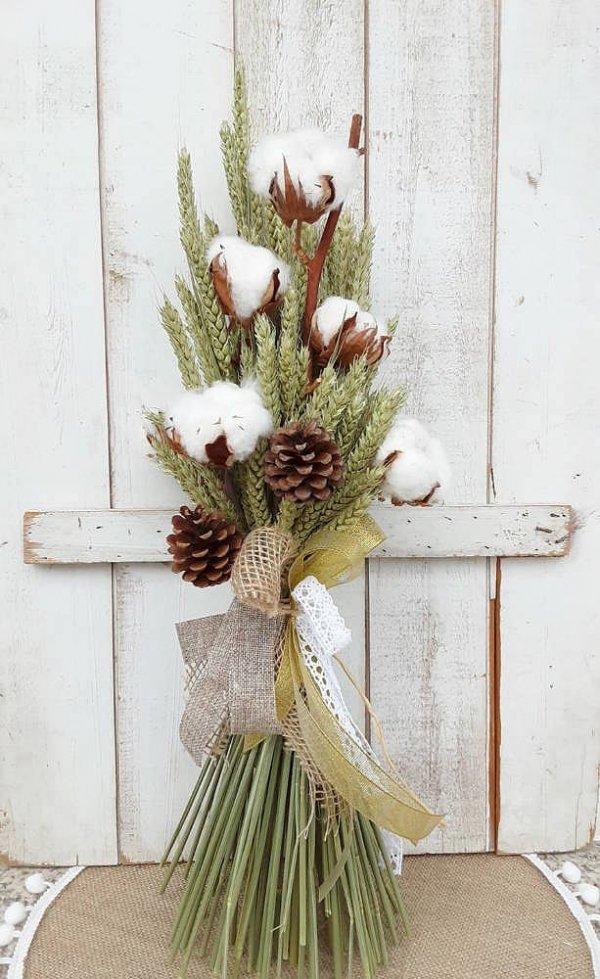 Espigas decorativas con ramas de algodón y piñas naturales para decorar o regalar. Ramillete atado con lazos y cintas vintage.