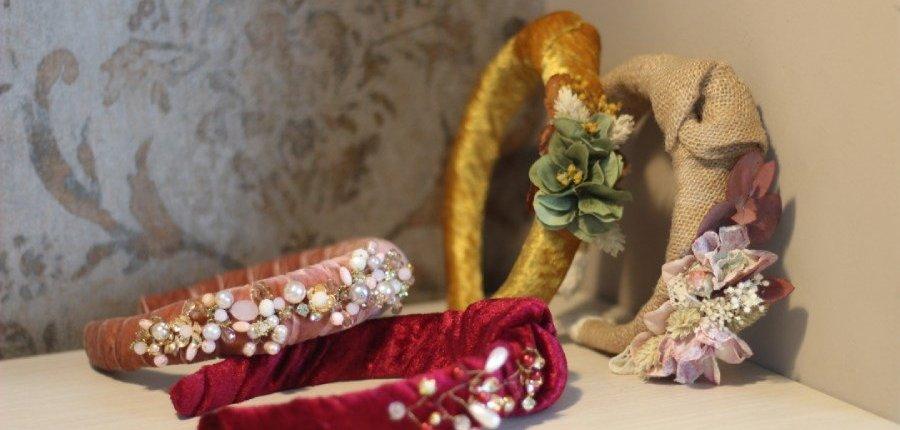 Diademas de flores y perlas