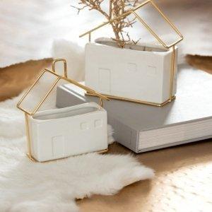 Macetas rectangulares de cerámica blanca y forma geométrica de casa en color dorado. Perfecto para decoración moderna y nórdica.
