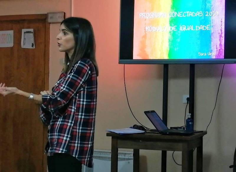 Sara Uris dando formación de igualdad