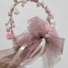 Tocado de perlas y cintas de raso y organza para niña