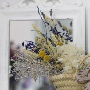 Craspedias, trigos secos en capazo lavender