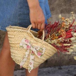capazo de flores silvestres para regalar