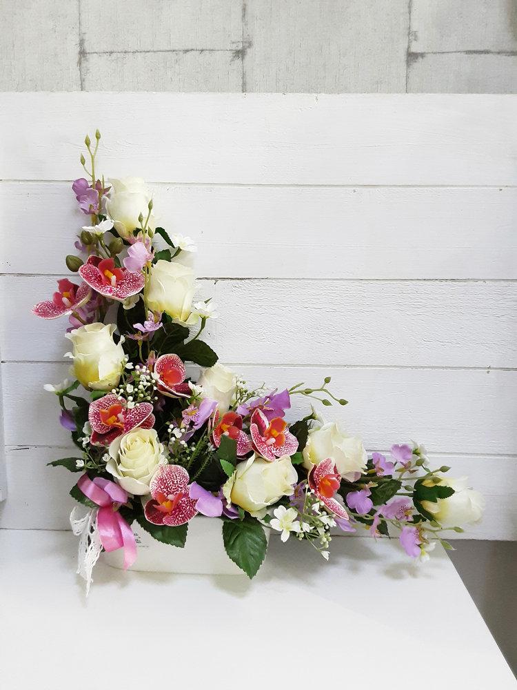Centro de flores artificiales en forma de ele para cementerio o nicho con rosas blancas y orquídeas d imitación