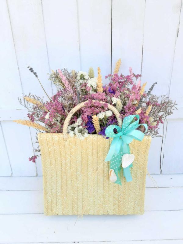 cesta con flores secas naturales