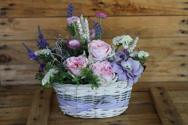 cesta primavera con flores de tela y secas