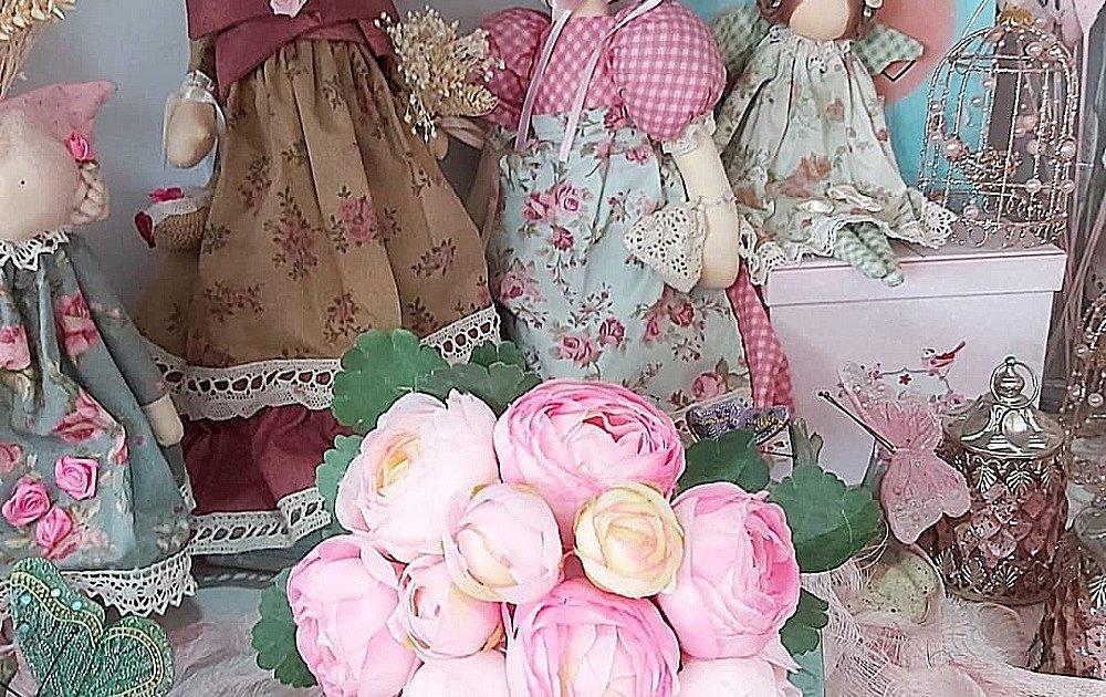 Muñecas de tela, hechas a mano, con relleno perfumado, vestidas con telas vintage estilo victoriano. Regalos muy especiales para niñas de Primera Comunión