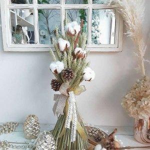 Ramillete de espigas de trigo naturales, con piñas y algodón. Para decorar la casa en otoño e invierno, también en Navidad.