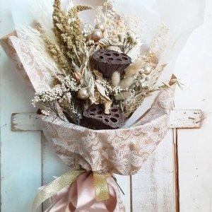 Flores para regalar en Navidad que duran todo el año y no necesitan agua porque son secas y preservadas.