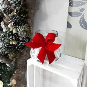Jarrón decorativo de vidrio para flores, cubierto de red tejida a crochet con lazo rojo navideño