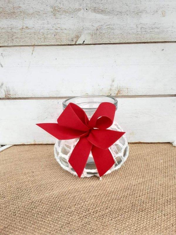 Jarrón redondo de vidrio par decorar con flores en Navidad
