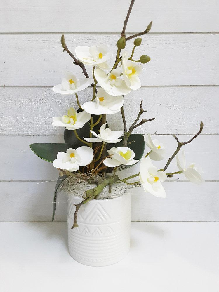 Orquídea artificial hiperrealista elaborada en taller floral de Las Flores de Rita con maceta