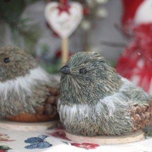 Pájaro elaborado con elementos del bosque para una decoración natural y alternativa
