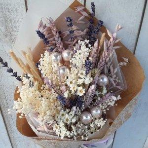 Ramo de flores de Navidad con olor a campo, con trigos, lavanda, avenas, florecillas del campo, todas ellas naturales.