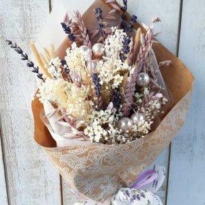 Ramo de flores para Navidad y todo el año, ya que puedes retirar las bolitas navideñas y disfrutar de sus colores todo el año.