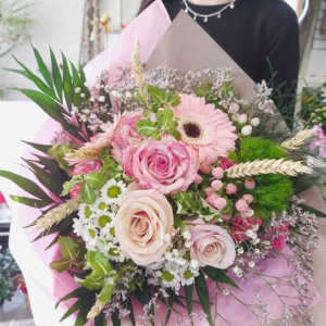 Ramo variado de flores de temporada Claudia