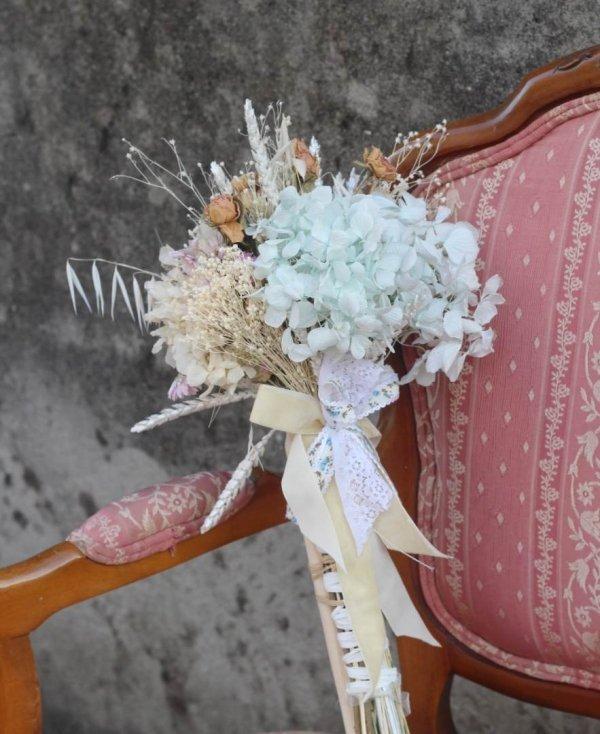 Ramo de novia de campo en tonos azulados
