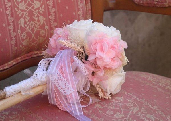 Hortensias preservadas en ramo de novia