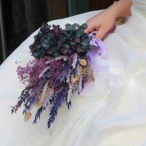 Ramo de novia de flores secas estilo silvestre
