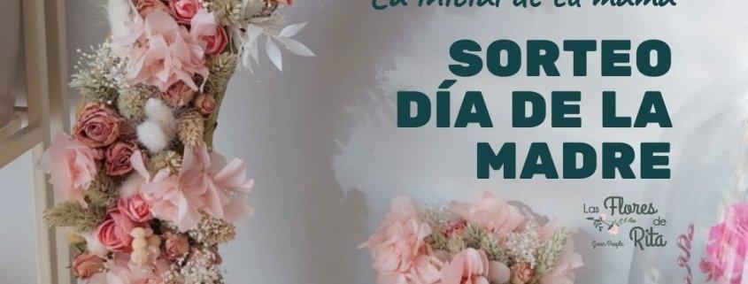 Letra de la madre decorada con flores preservadas