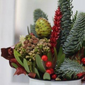Detalle del arreglo navideño natural