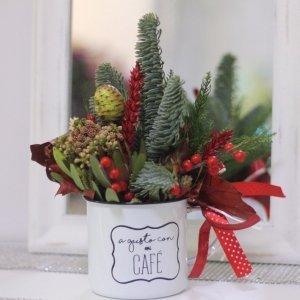 Centro de Navidad en una taza