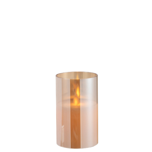vela led encendida, en vaso de vidrio y color dorado