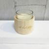 Vela perfumada en vaso y decorativa con portavelas de madera
